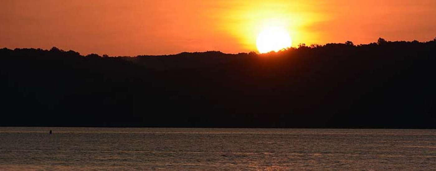 Sunrise on Kentucky Lake